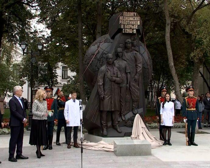 открытие памятника подвигу медицинских работников
